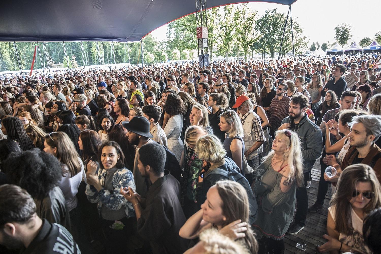 Open tent en publiek op Metropolis Festival 2016