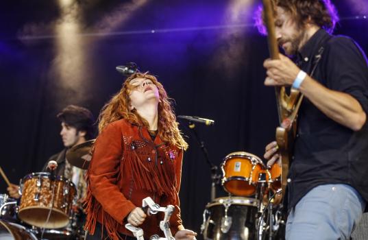 Backstage sessie met Altın Gün
